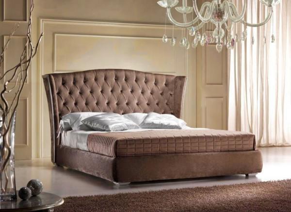 Υπέρδιπλα Κρεβάτια King με Χειροποίητη καπιτονέ τεχνοτροπία στο κεφαλάρι