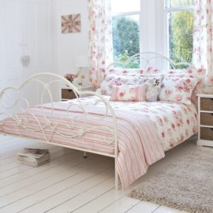 96_0000113f8_ddfb_orh550w550_Dunelm-Mill-English-floral-double-bedroom