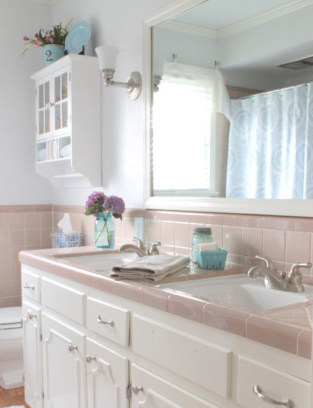 1484957377-grandma-decor-pink-tile-bathroom-on-sutton-place
