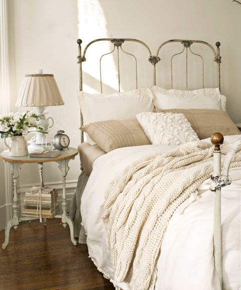 gallery-1484956267-grandma-decor-cast-iron-bed
